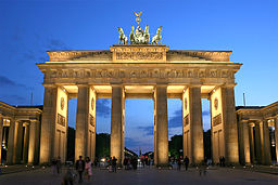 256px-Brandenburger_Tor_abends